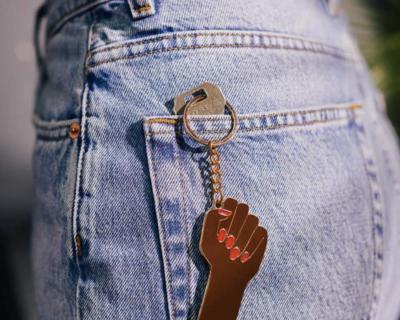 XL Sleutelhanger We Can Do It – Zwart